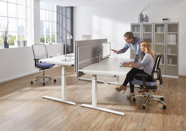 Schreibtische von FM Büromöbel